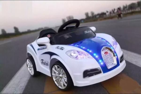 BRAND new Audi kids riding car